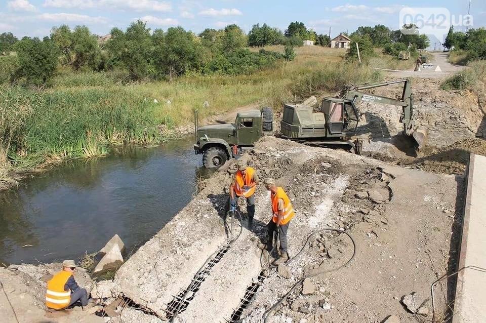 Министр инфраструктуры провел сутки на Донбассе: пообещал дороги, мосты, авиацию (ФОТО), фото-7, Владимир Омелян