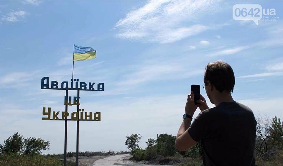 Министр инфраструктуры провел сутки на Донбассе: пообещал дороги, мосты, авиацию (ФОТО), фото-2, Владимир Омелян