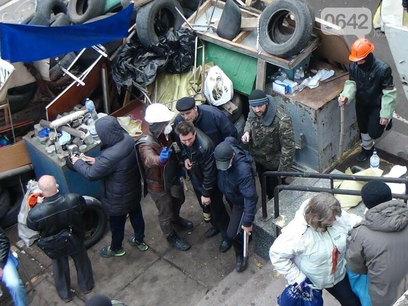 Годовщина захвата админзданий на востоке Украины: кто это делал и почему (ФОТО), фото-3