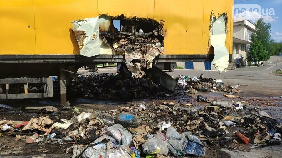На Луганщине сгорела фура с посылками «Новой почты», - ФОТО, фото-1