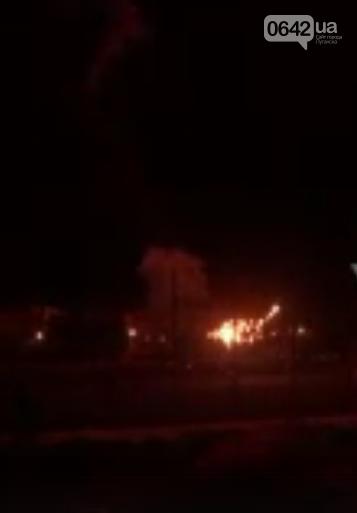 Штукатурка с потолка сыпется: Оккупанты устроили в Луганске салют ко Дню Победы, - ФОТО , фото-2