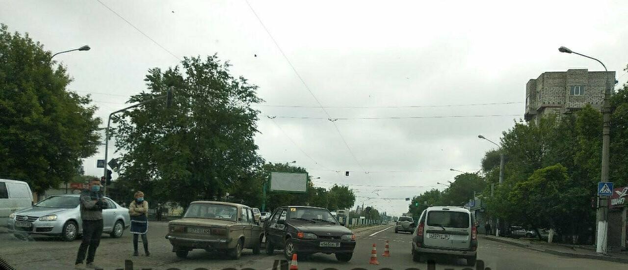 В Луганске произошло ДТП - ФОТО, фото-1