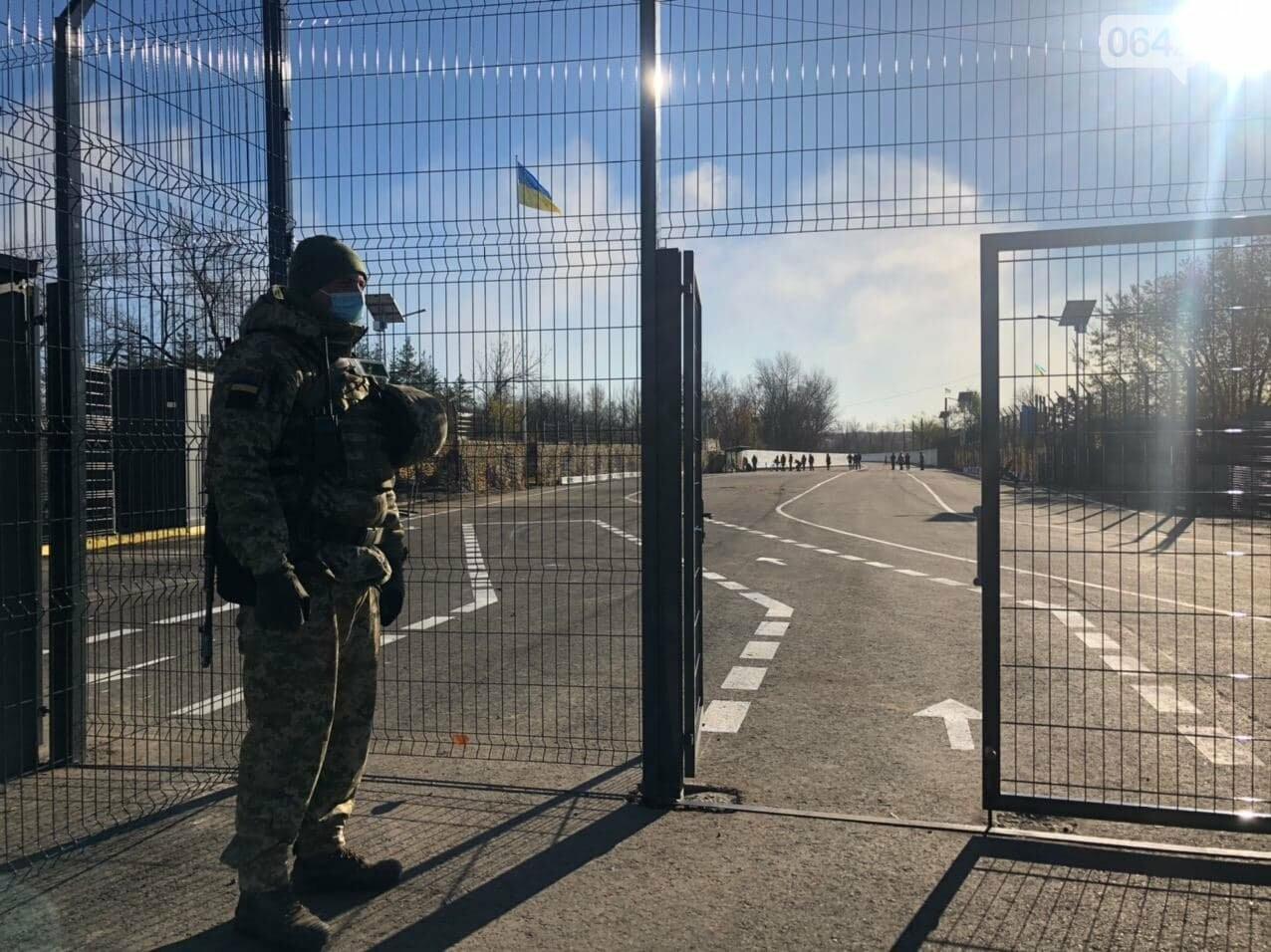 В Луганской области заработали все три украинских КПВВ, - ФОТО, фото-4