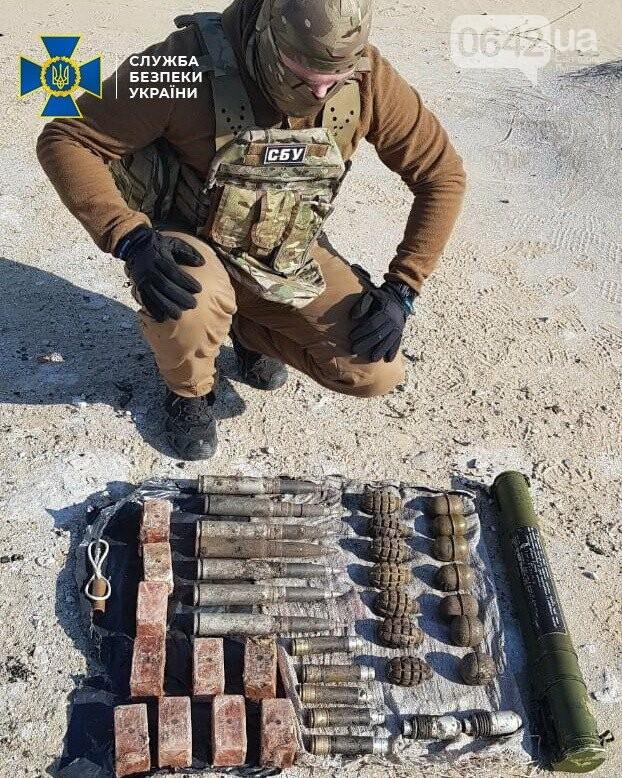 В Луганской области нашли два тайника со взрывчаткой и гранатами, - ФОТО, фото-1