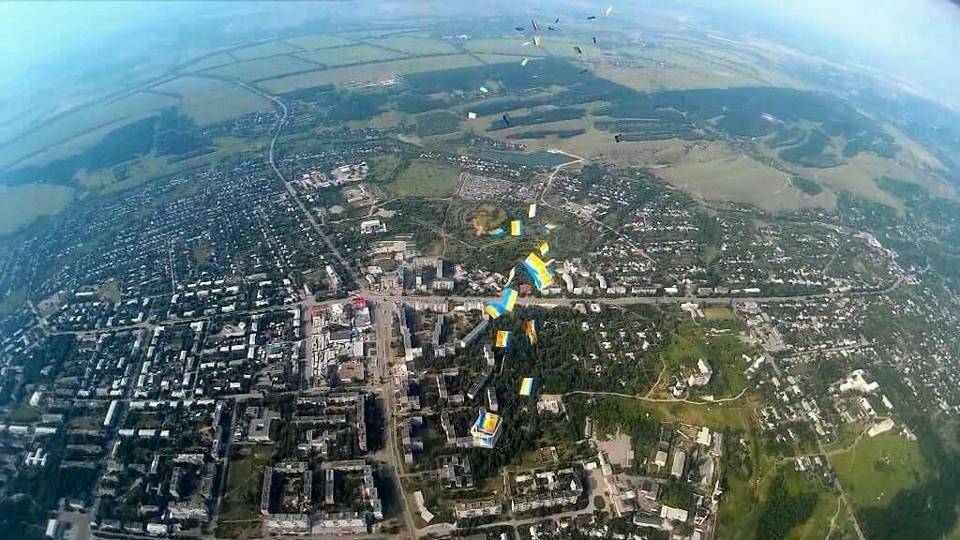 Как жителей оккупированной части Луганской области украинские партизаны поздравили с Днем Конституции (ФОТО), фото-4