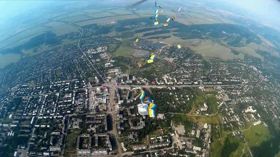 Как жителей оккупированной части Луганской области украинские партизаны поздравили с Днем Конституции (ФОТО), фото-3