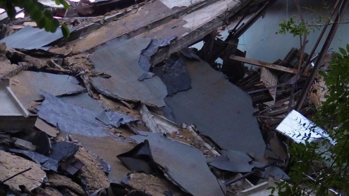 В центре Донецка обрушилось здание торгового института (ФОТО, ВИДЕО), фото-3