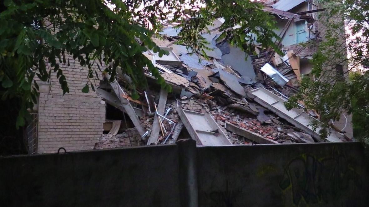 В центре Донецка обрушилось здание торгового института (ФОТО, ВИДЕО), фото-5