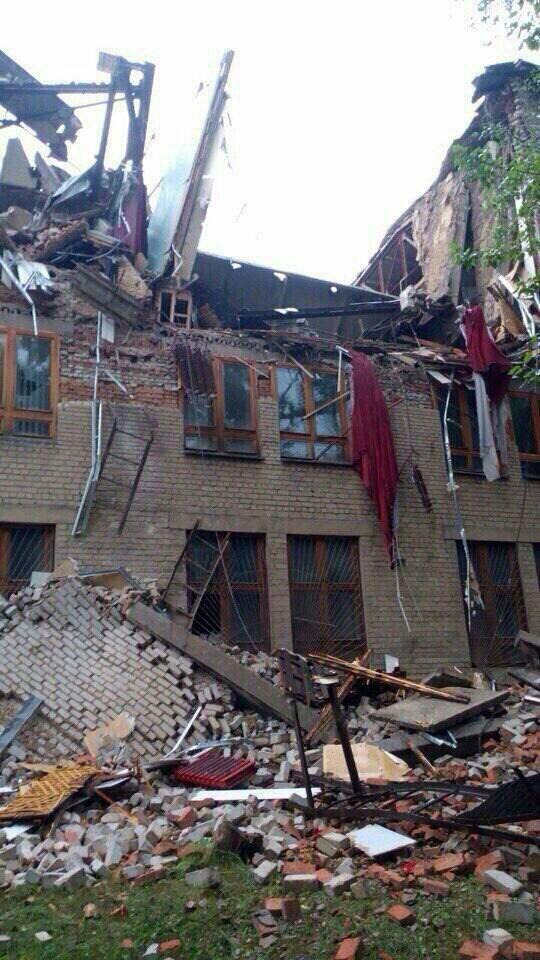 В центре Донецка обрушилось здание торгового института (ФОТО, ВИДЕО), фото-2