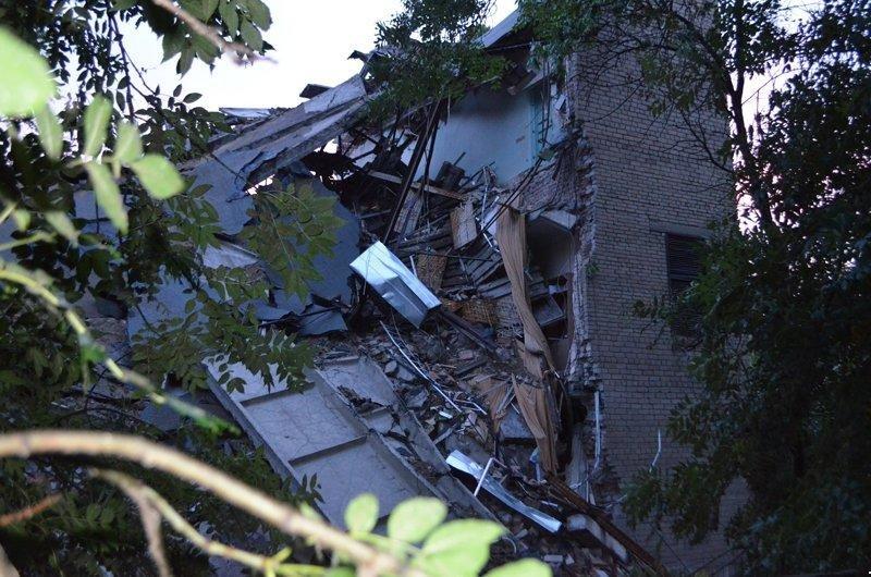 В центре Донецка обрушилось здание торгового института (ФОТО, ВИДЕО), фото-6