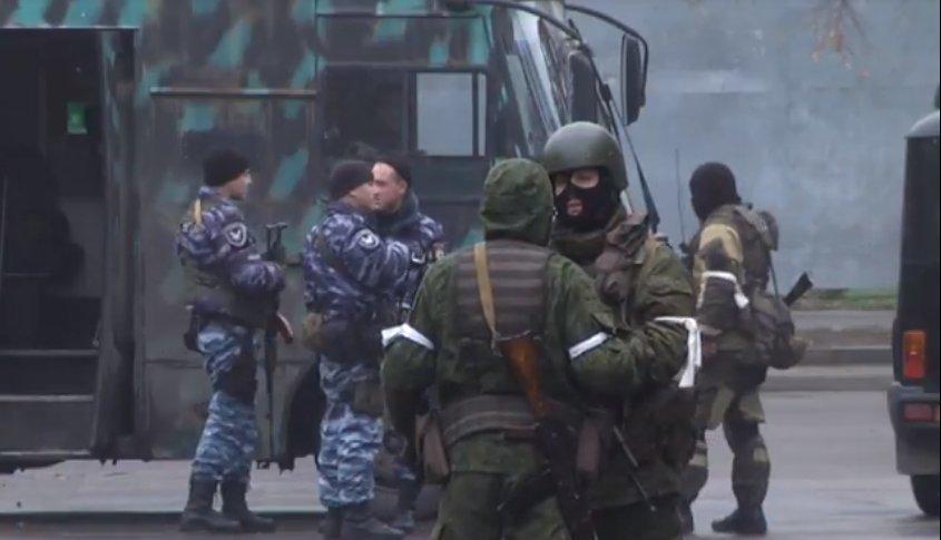 В «ЛНР» военный переворот: боевики оцепили центр Луганска (ФОТО, ВИДЕО), фото-1