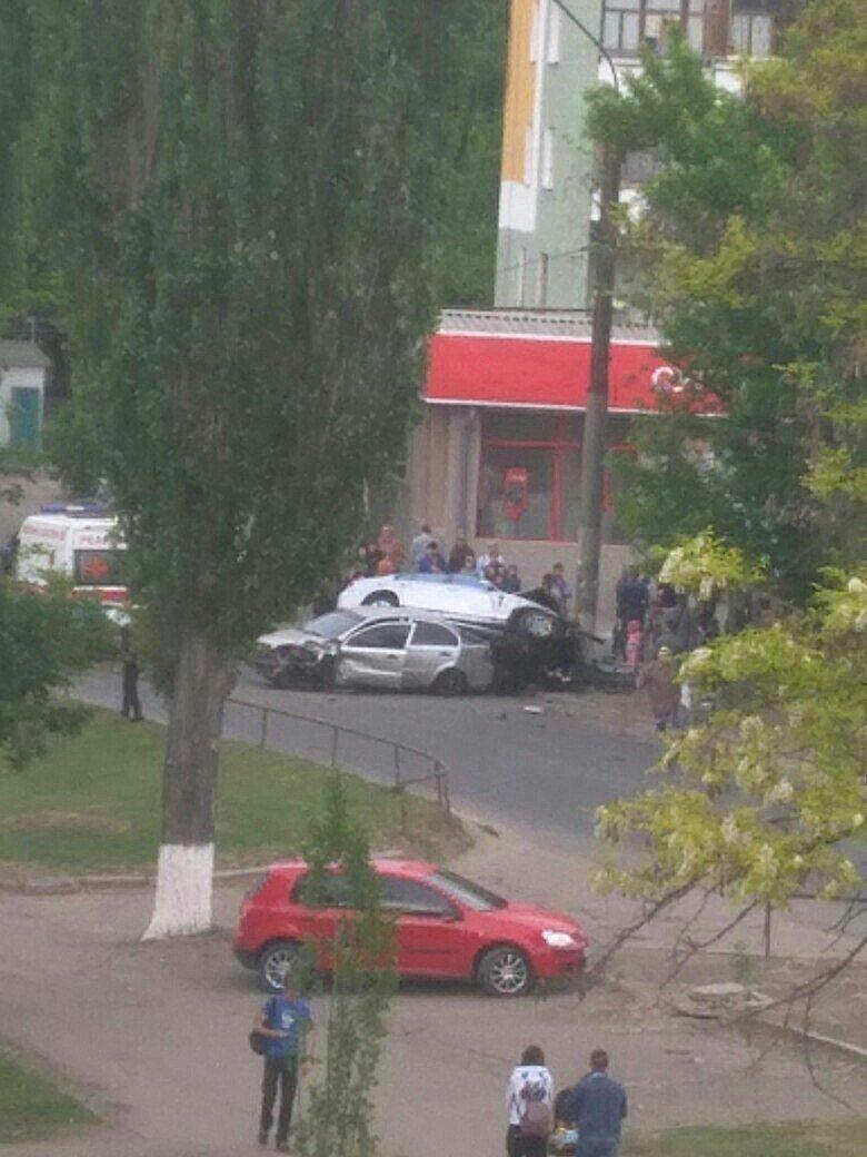 Опора выбежала на дорогу - в Луганске жуткое ДТП (ФОТО), фото-1