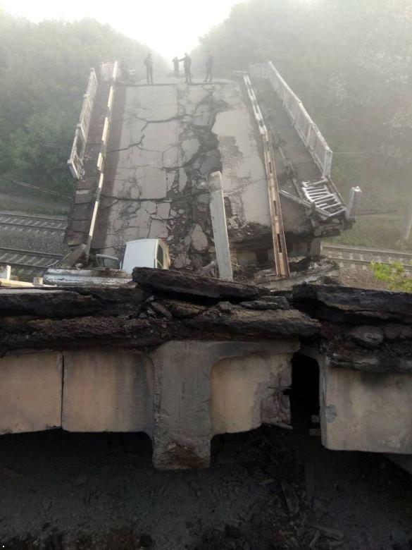 В ОРЛО взорвали мост, который соединял дорогу из Луганска в Донецк (ФОТО), фото-1