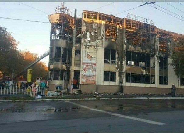 В Антраците сгорел торговый центр «Маяк» (ФОТО), фото-1