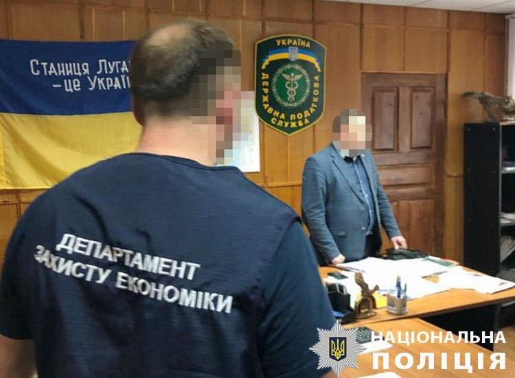 В Луганской области во время получения взятки задержали начальника налоговой, - ФОТО, фото-1