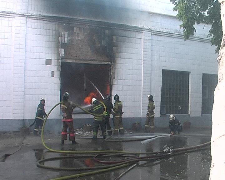 В Луганске горел завод «Автомотозапчасть», - ФОТО, фото-2