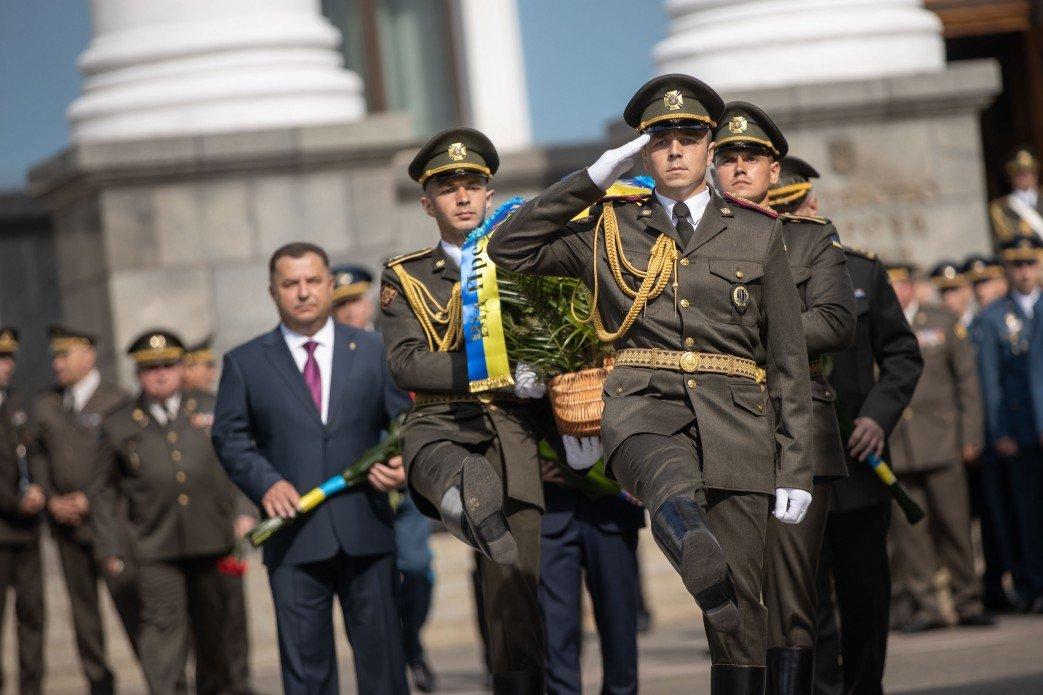 Зеленский почтил память десантников, погибших в катастрофе Ил-76 на Донбассе, - ФОТО, фото-3