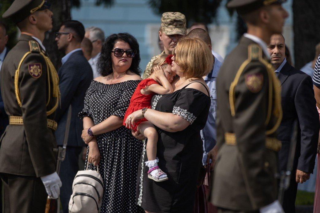 Зеленский почтил память десантников, погибших в катастрофе Ил-76 на Донбассе, - ФОТО, фото-4