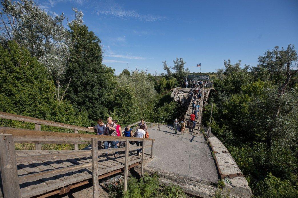 Зеленский пообещал восстановить мост в Станице Луганской, фото-1