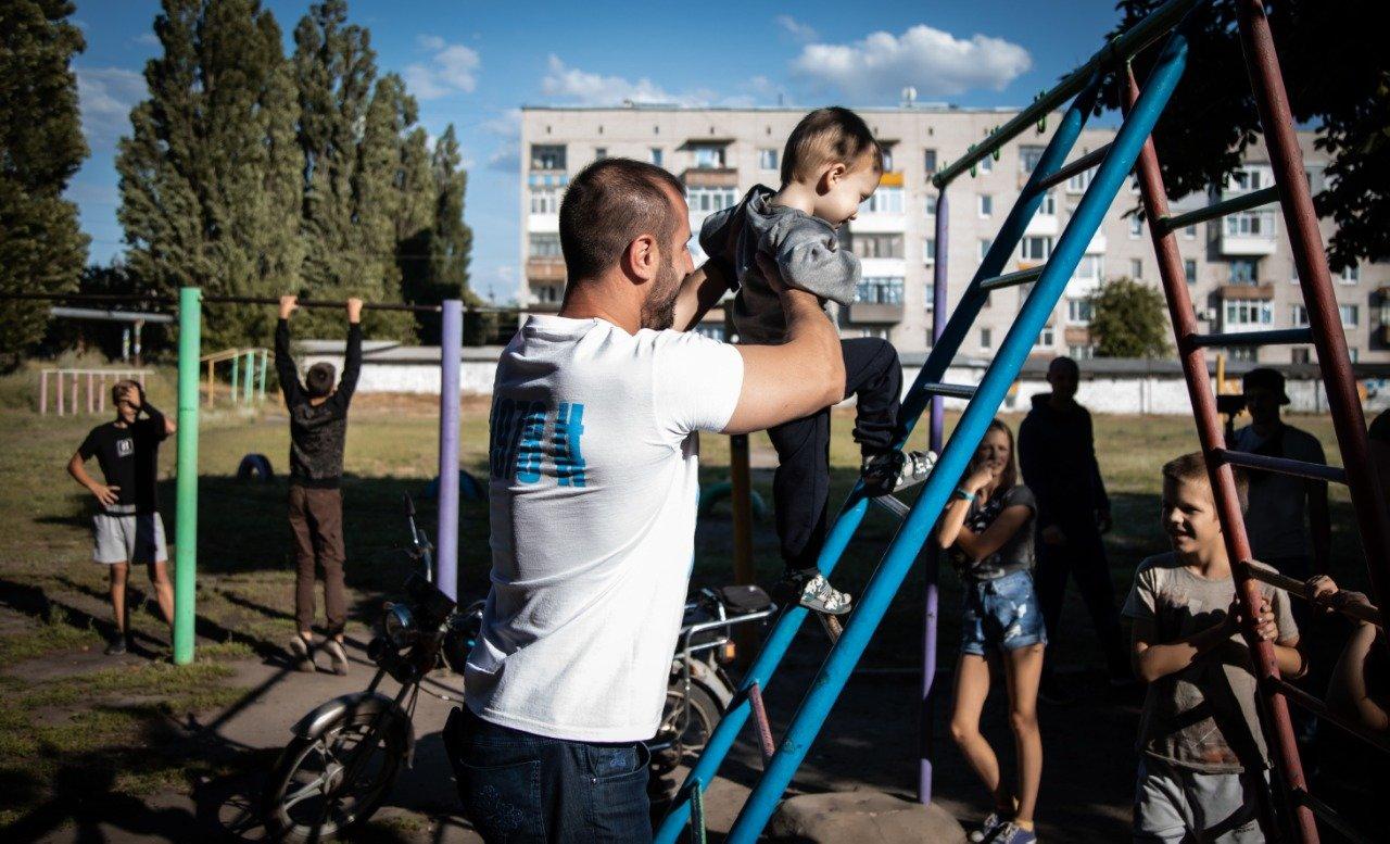 В Новодружеске команда депутата Сергея Рыбалка начала ремонт центральных улиц, фото-4