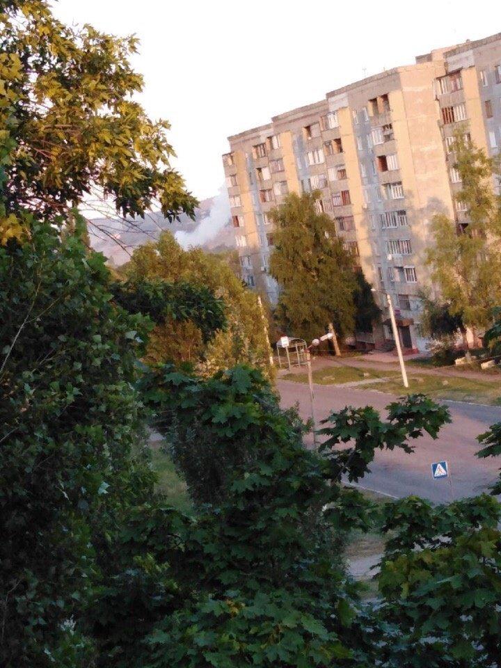 В оккупированном Первомайске из-за обстрела погибла женщина, еще семь мирных людей ранены, в том числе - дети, - фото, фото-1
