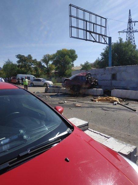 В Луганске произошла страшная авария с участием «полицейских ЛНР»: погибли два человека, - ФОТО, фото-1