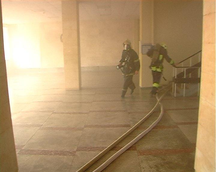 В Луганске горело «министерство юстиции», - ФОТО, фото-6