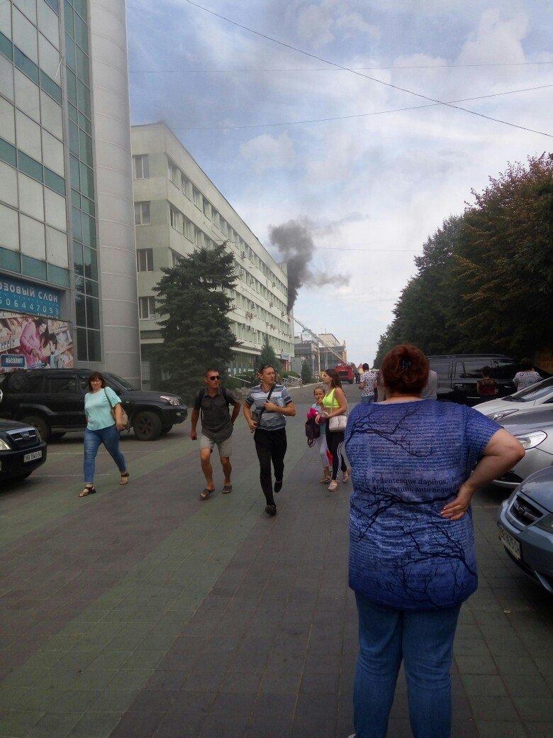 В Луганске горело «министерство юстиции», - ФОТО, фото-1