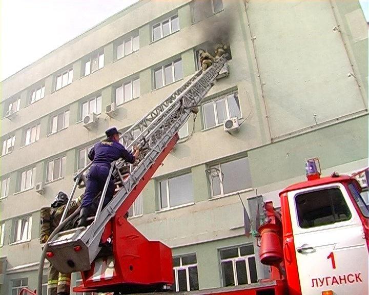 В Луганске горело «министерство юстиции», - ФОТО, фото-4