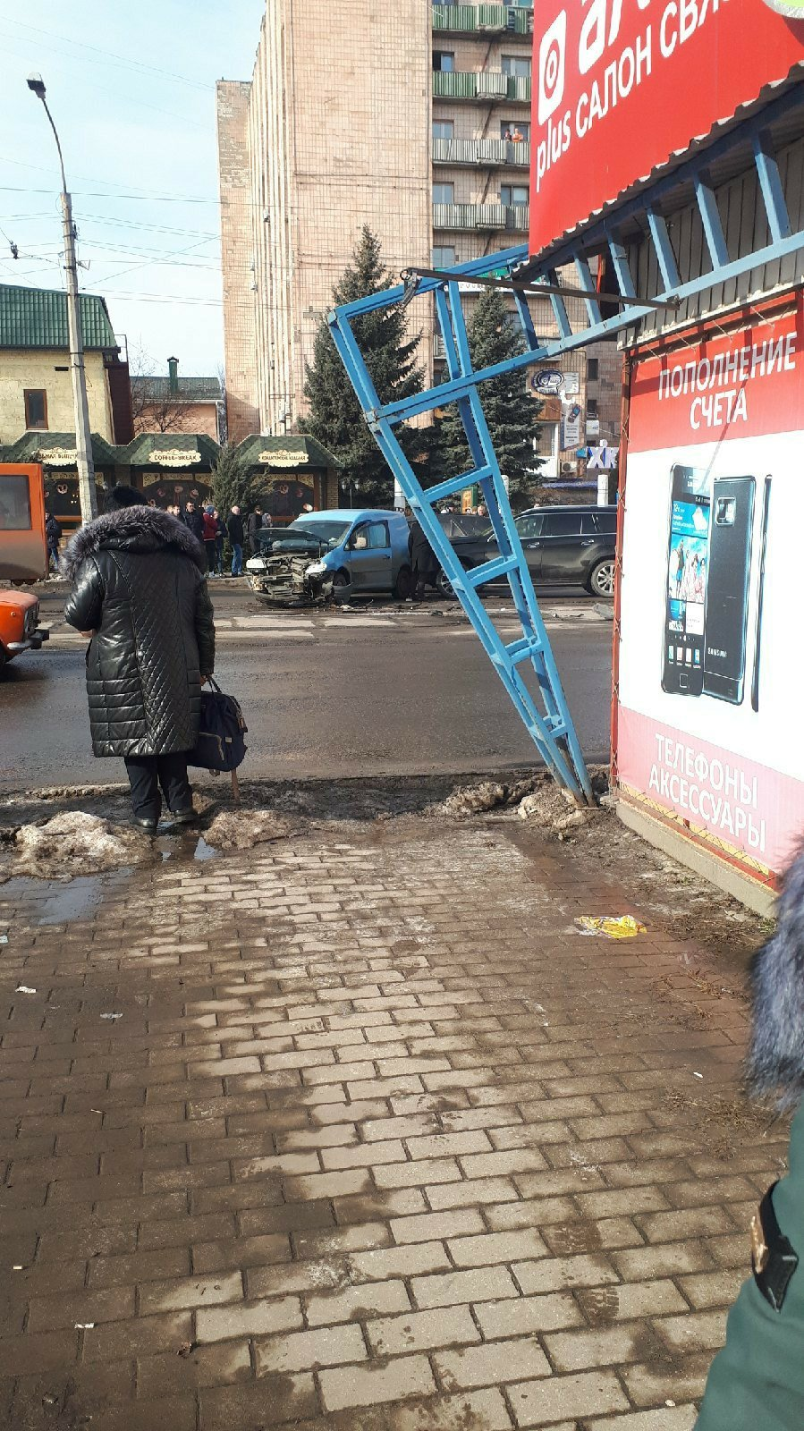 В центре Луганска произошло ДТП: у водителя остановилось сердце, - ФОТО, фото-2
