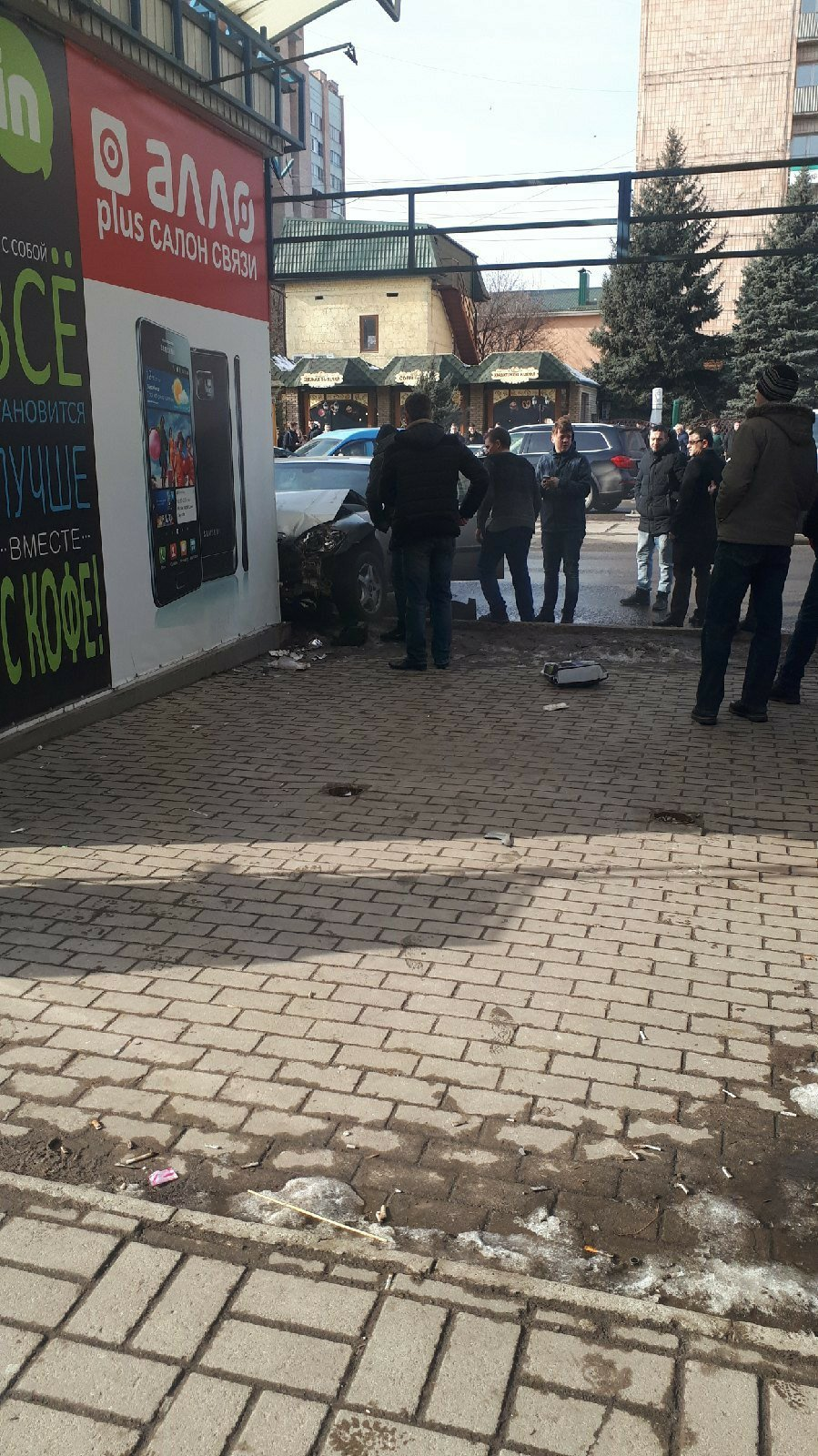 В центре Луганска произошло ДТП: у водителя остановилось сердце, - ФОТО, фото-1