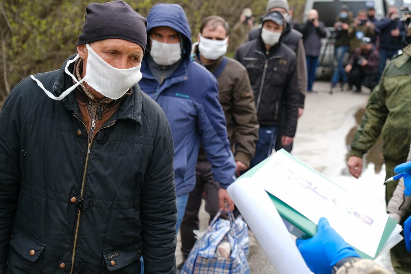 На Донбассе завершился первый этап обмен пленными: освобождены 9 украинцев, - ФОТО , фото-1