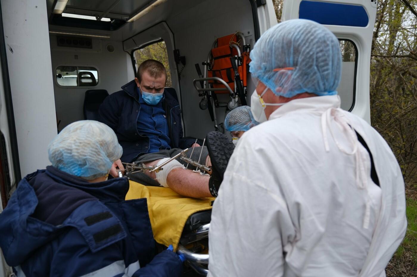 На Донбассе завершился первый этап обмен пленными: освобождены 9 украинцев, - ФОТО , фото-3