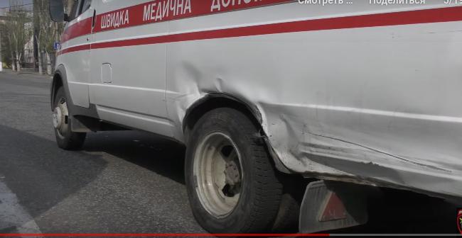 В Луганске «Мицубиси» врезалась в «скорую», которая после сбила женщину, - ФОТО, ВИДЕО, фото-2