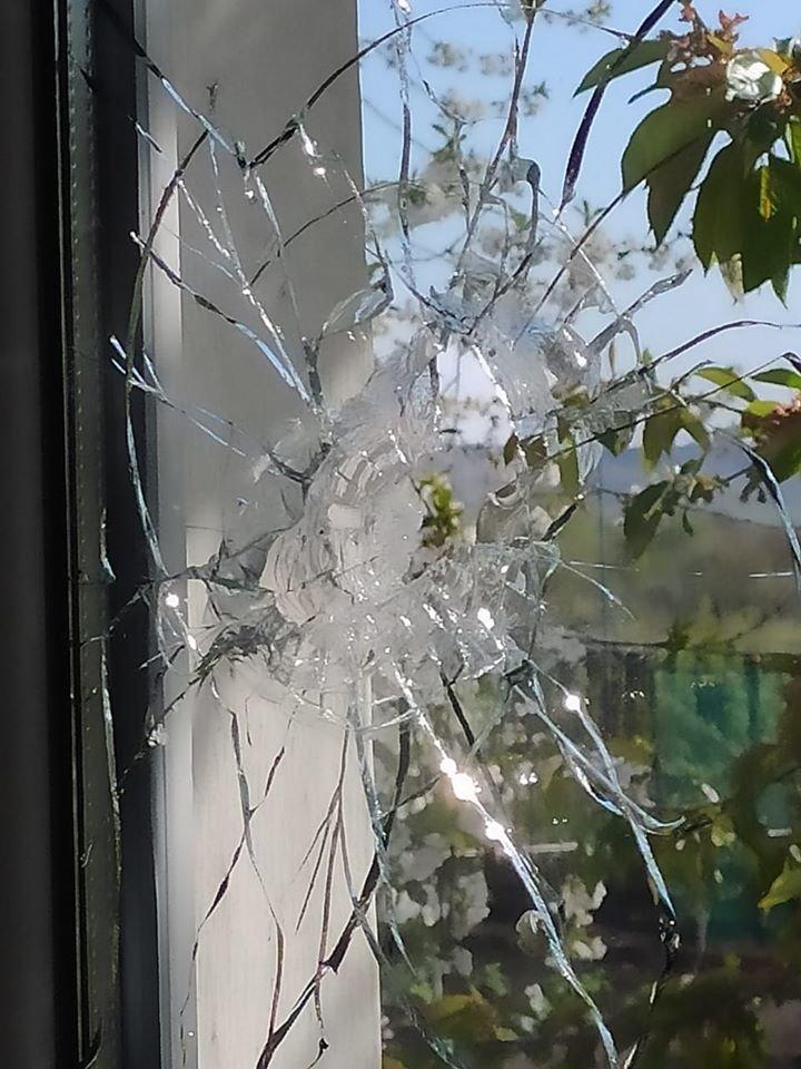 Российские оккупанты обстреляли поселок на Донбассе: повреждены три дома, - ФОТО, фото-1