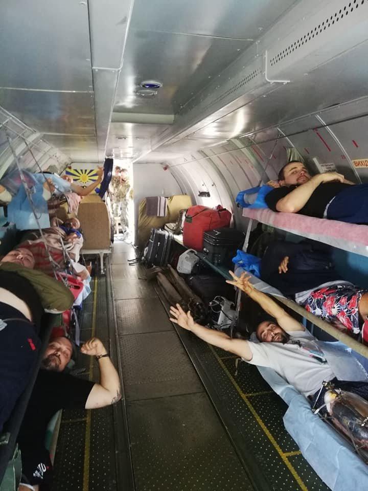 В Киев эвакуировали 13 раненых на Донбассе военных, - ФОТО, фото-4