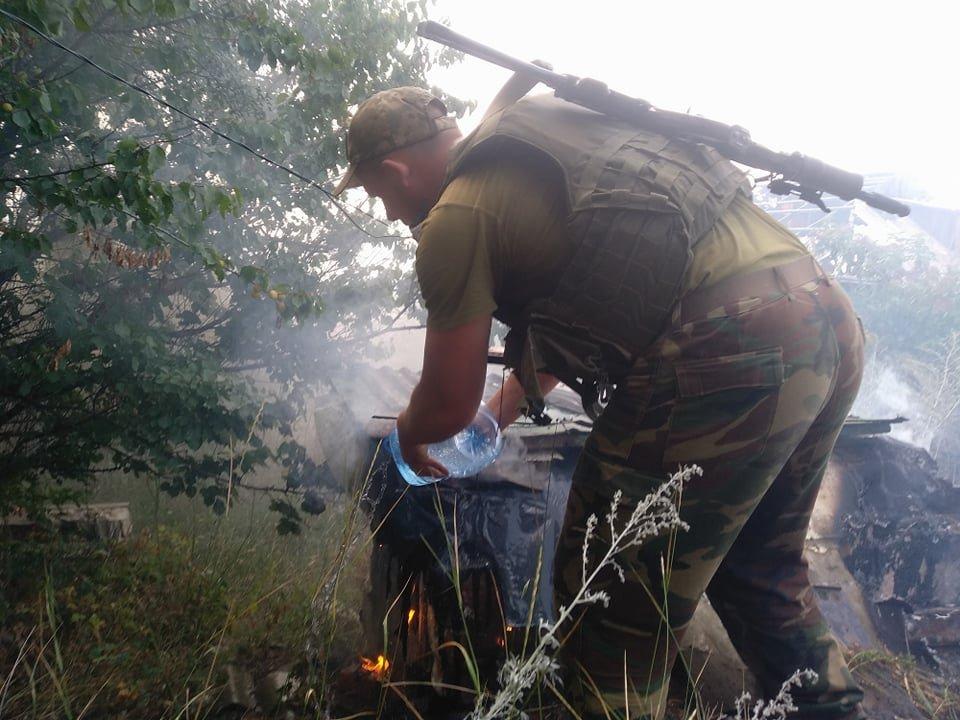 Российские оккупанты обстреляли Зайцево: горят дома , фото-1