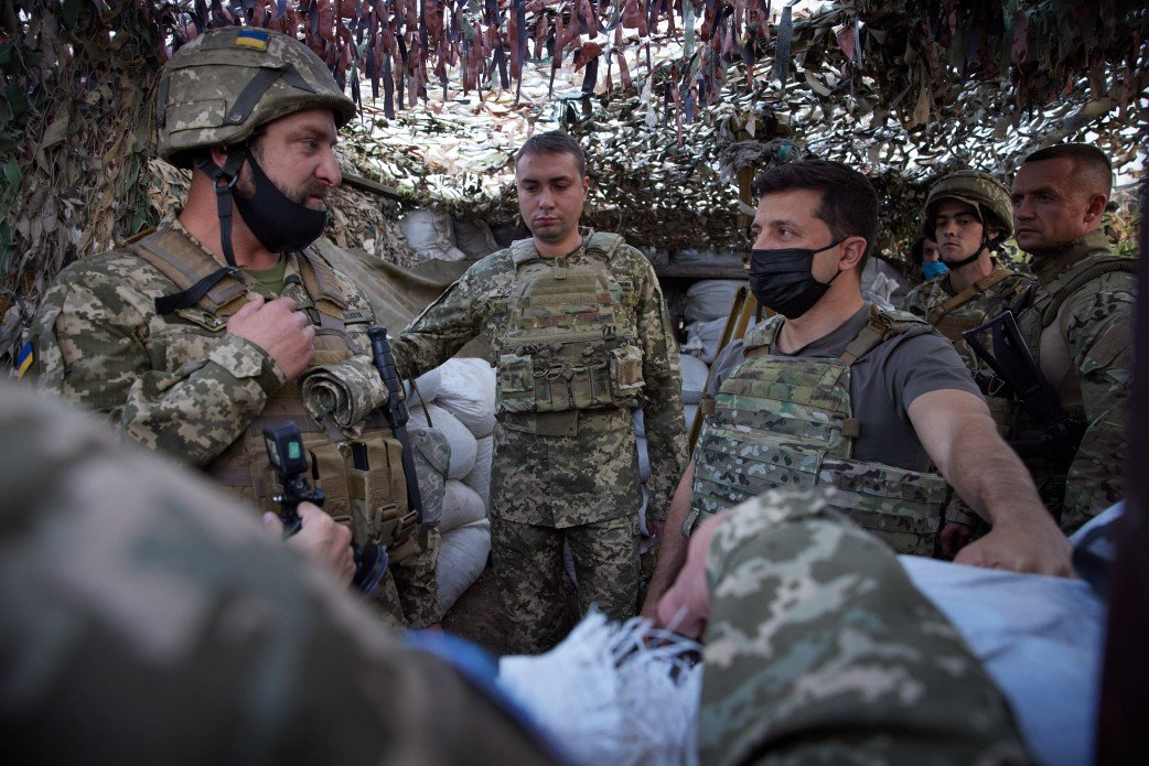 Зеленский посетил КПВВ «Майорское» и передовую ВСУ на Донбассе, - ФОТО, фото-5
