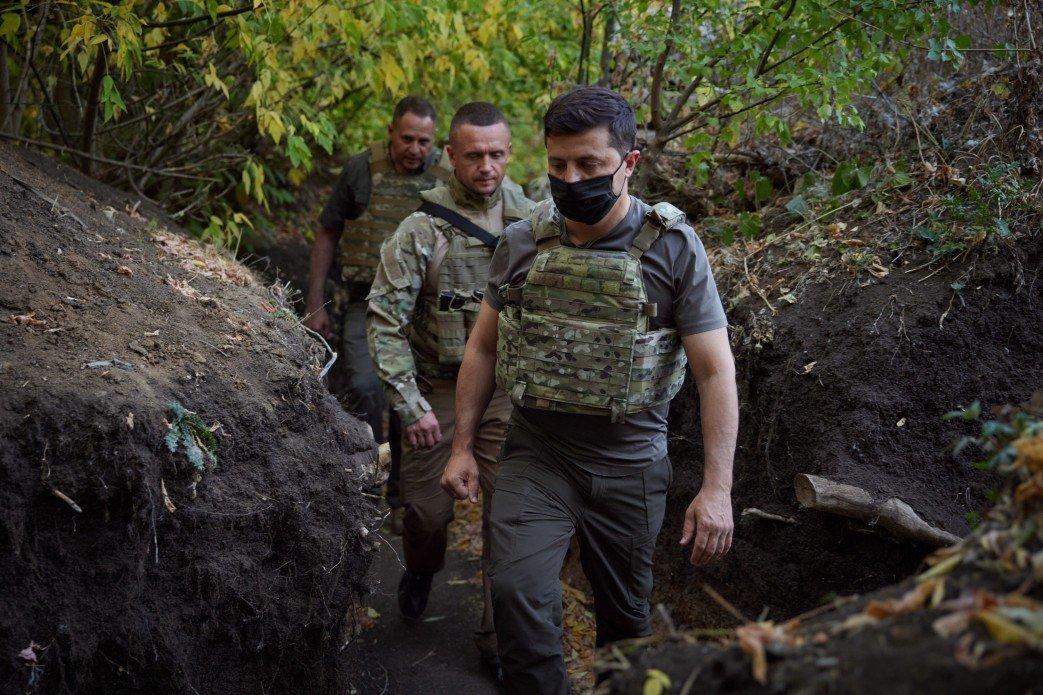 Зеленский посетил КПВВ «Майорское» и передовую ВСУ на Донбассе, - ФОТО, фото-4