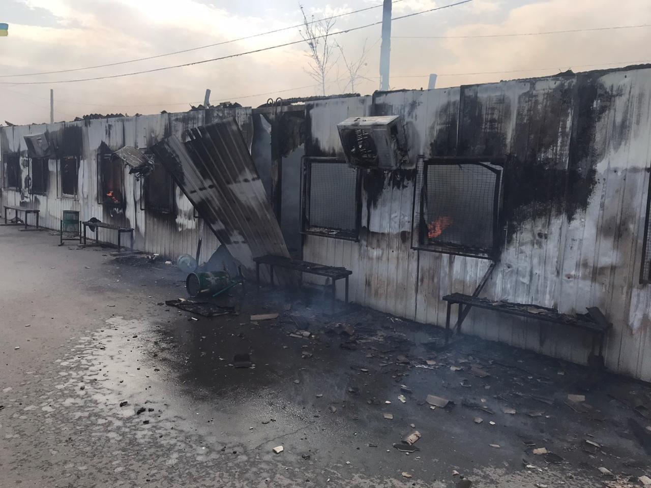 Пожар уничтожил часть помещений и инфраструктуры КПВВ «Станица Луганская», - ФОТО, ВИДЕО, фото-2