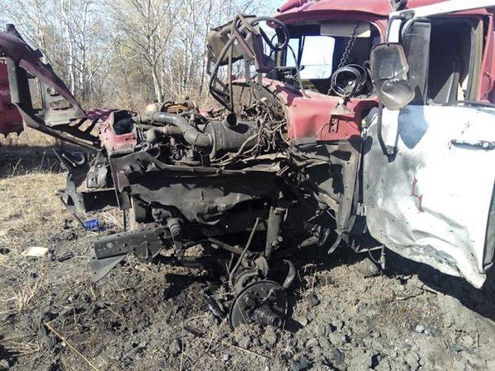 В Луганской области пожарная машина подорвалась на взывчатке: пострадали три человека, - ФОТО, фото-2