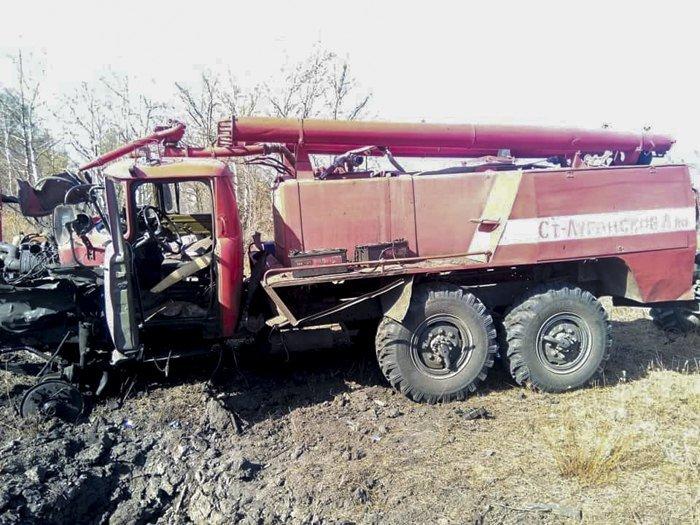 В Луганской области пожарная машина подорвалась на взывчатке: пострадали три человека, - ФОТО, фото-1