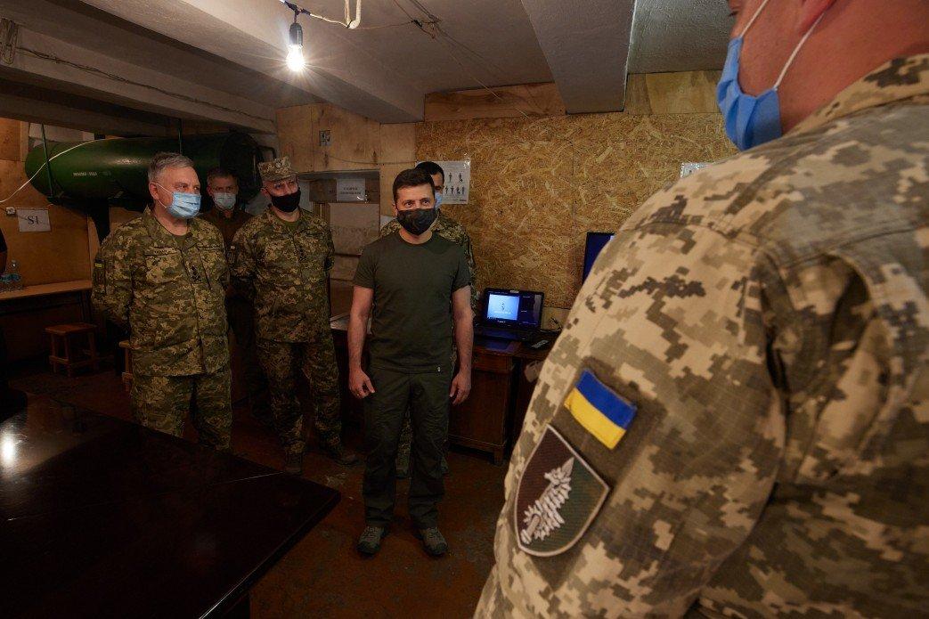 Зеленский в День защитника Украины посетил зону ООС на Донбассе, - ФОТО, фото-3
