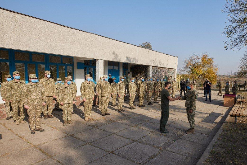 Зеленский в День защитника Украины посетил зону ООС на Донбассе, - ФОТО, фото-4