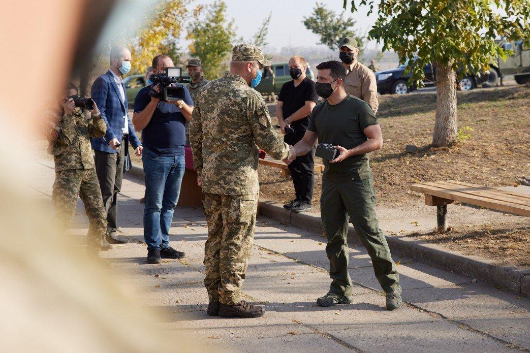 Зеленский в День защитника Украины посетил зону ООС на Донбассе, - ФОТО, фото-2
