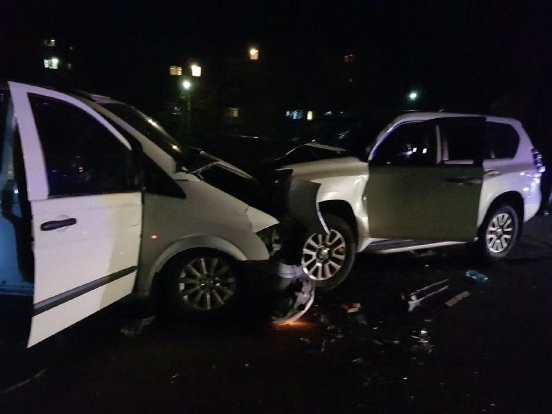 В Луганской области в результате лобового столкновения джипа и микроавтобуса пострадали семь человек, - ФОТО, фото-1