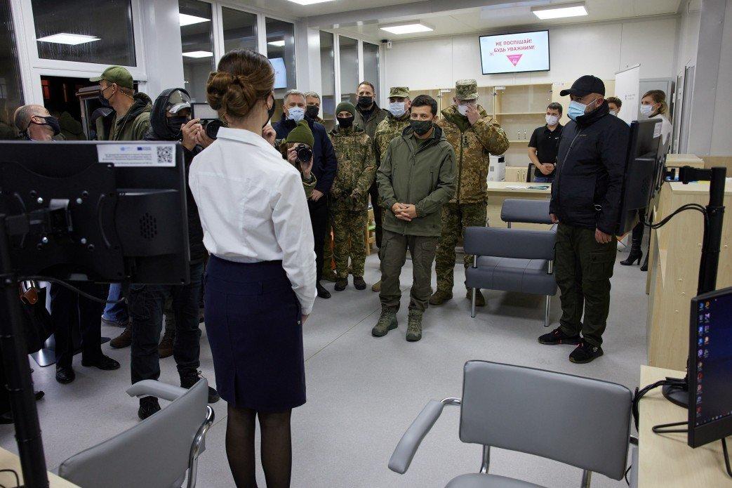 Зеленский осмотрел новый КПВВ «Счастье», который начнет работу 10 ноября, - ФОТО, фото-2