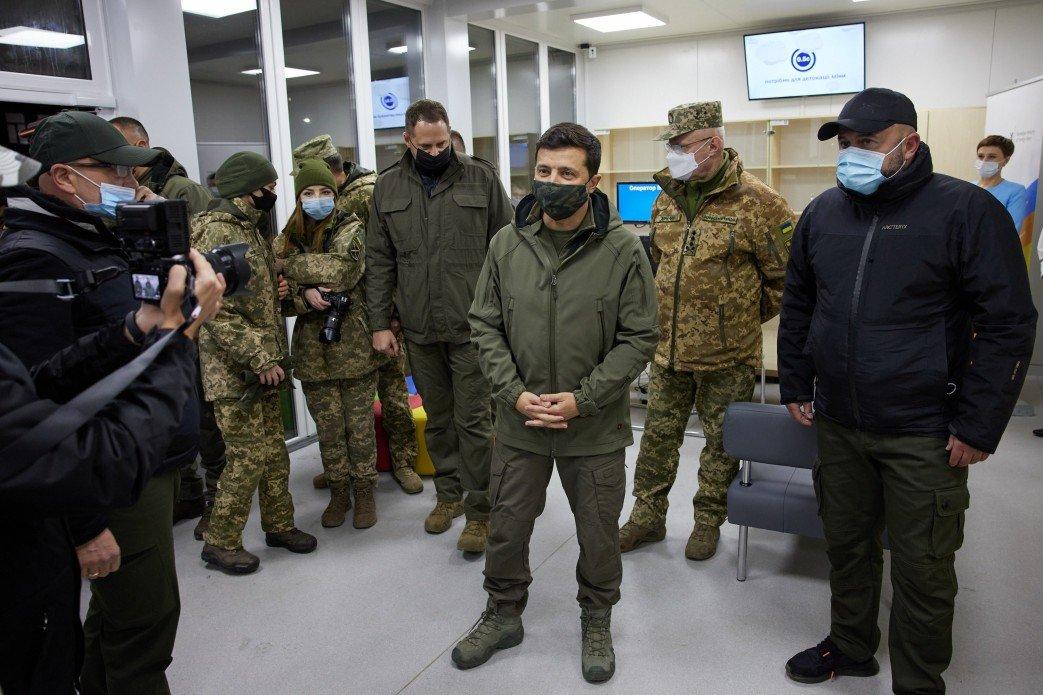Зеленский осмотрел новый КПВВ «Счастье», который начнет работу 10 ноября, - ФОТО, фото-1