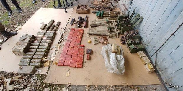 В Луганске оккупанты нашли пулеметы, автоматы и взрывчатку, - ФОТО  , фото-1