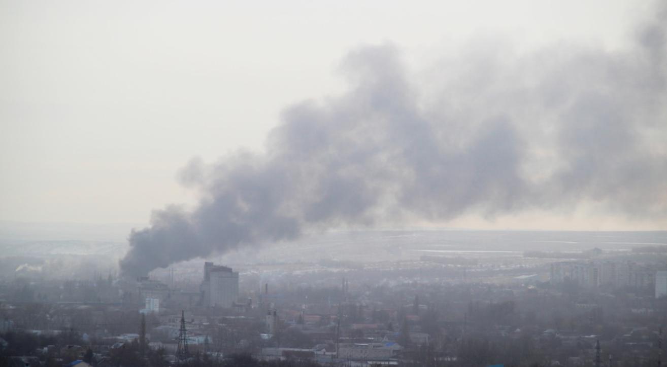 В Луганске горит склад горюче-смазочных материалов, - ФОТО, фото-1
